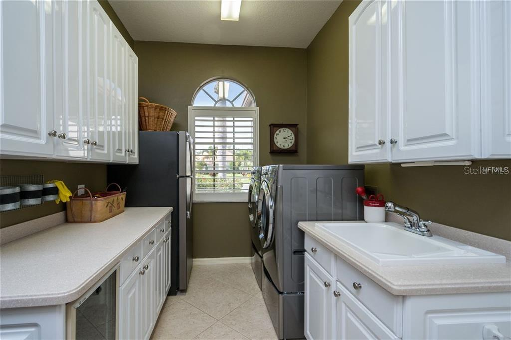 Laundry Room - Single Family Home for sale at 422 Wincanton Pl, Venice, FL 34293 - MLS Number is D6101809