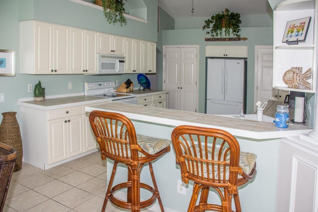 Breakfast bar in the kitchen. - Single Family Home for sale at 14 Long Meadow Ln, Rotonda West, FL 33947 - MLS Number is D6102683