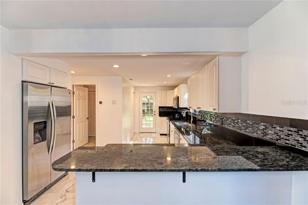Breakfast bar. - Single Family Home for sale at 3723 Shamrock Dr, Venice, FL 34293 - MLS Number is D6102893