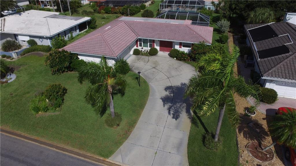 Beautifully landscaped yard & Tile Roof - Single Family Home for sale at 7 Old Trail Rd, Englewood, FL 34223 - MLS Number is D6102912