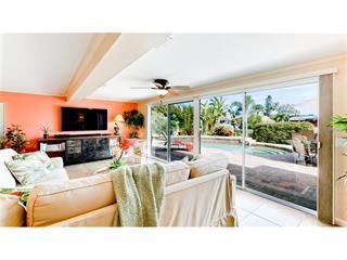 604 Gladstone Ln, Holmes Beach, FL 34217