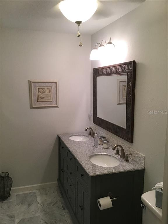 Bedroom 2 en suite Bath - Single Family Home for sale at 1302 Pinebrook Way, Venice, FL 34285 - MLS Number is C7435367