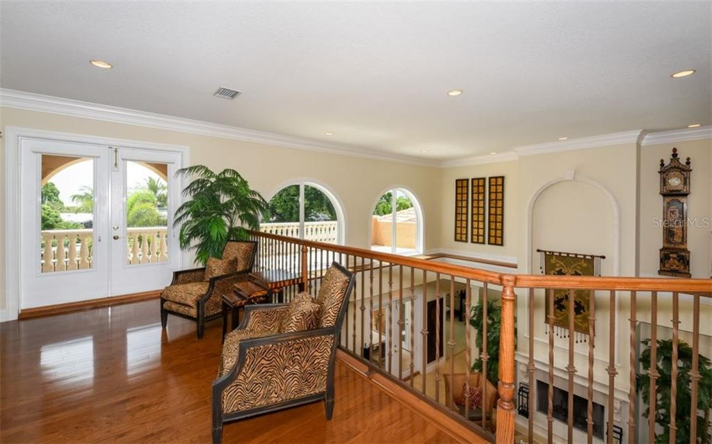 Single Family Home for sale at 476 Partridge Cir, Sarasota, FL 34236 - MLS Number is A4166326