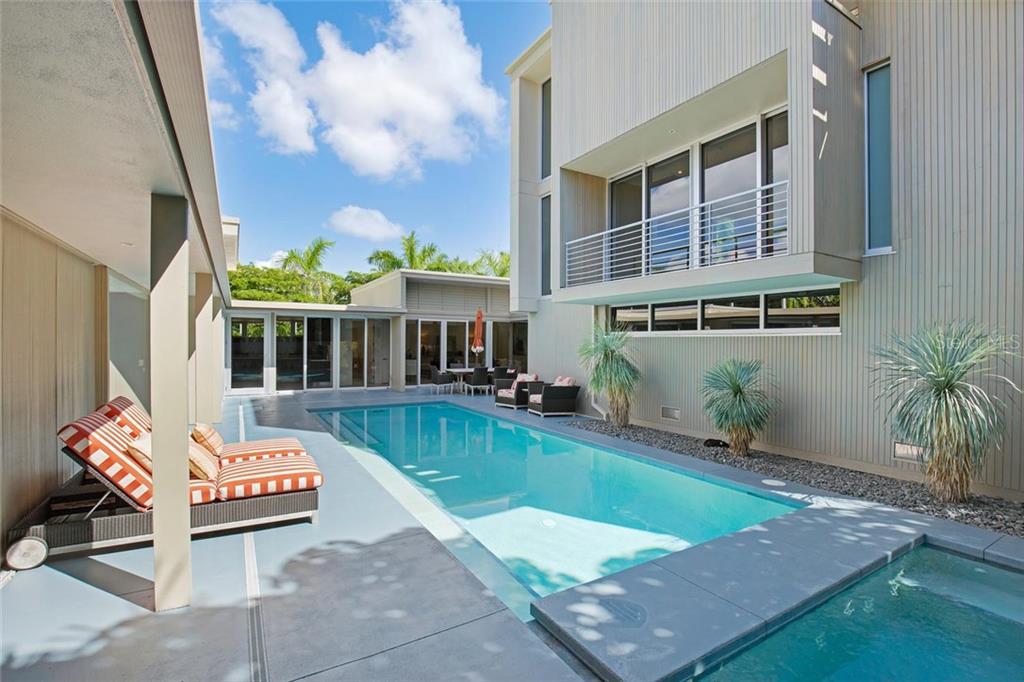 175 Morningside Dr, Sarasota, FL 34236 - photo 14 of 25