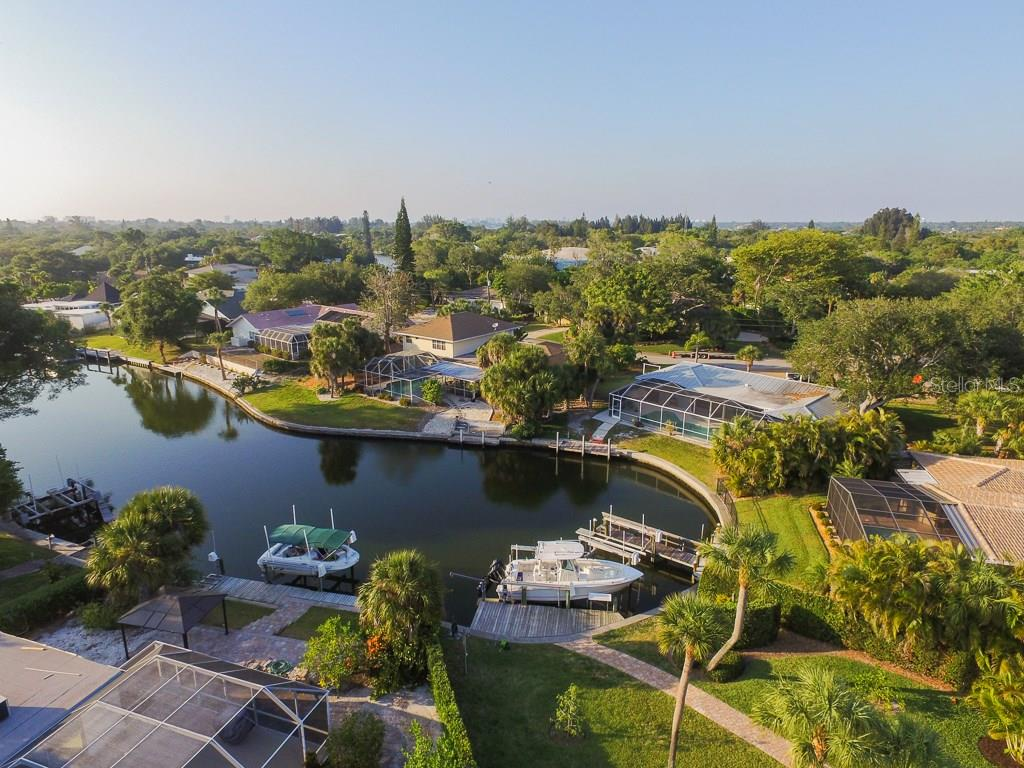 Aerial view - Single Family Home for sale at 827 Paradise Way, Sarasota, FL 34242 - MLS Number is A4167744