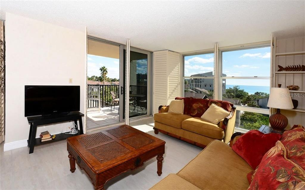 Living Room with lanai and gulf view - Condo for sale at 1701 Gulf Of Mexico Dr #505, Longboat Key, FL 34228 - MLS Number is A4170632