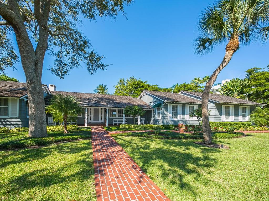 Single Family Home for sale at 3550 Bayou Louise Ln, Sarasota, FL 34242 - MLS Number is A4171152