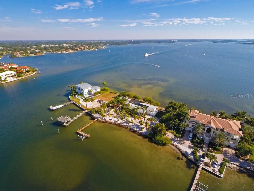 1430 Point Crisp Rd, Sarasota, FL 34242 - photo 4 of 25