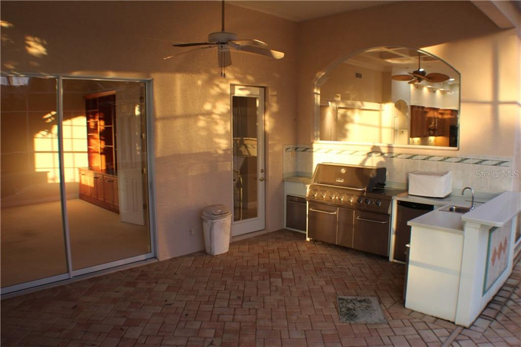 Single Family Home for sale at 7023 Langley Pl, University Park, FL 34201 - MLS Number is A4173131