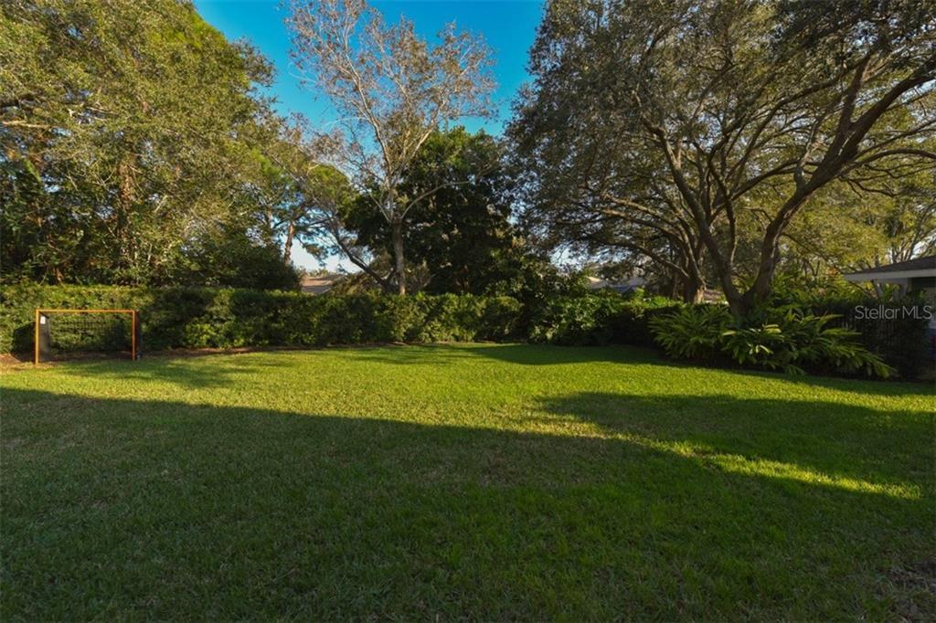Additional photo for property listing at 4587 Camino Real  Sarasota, Florida,34231 United States