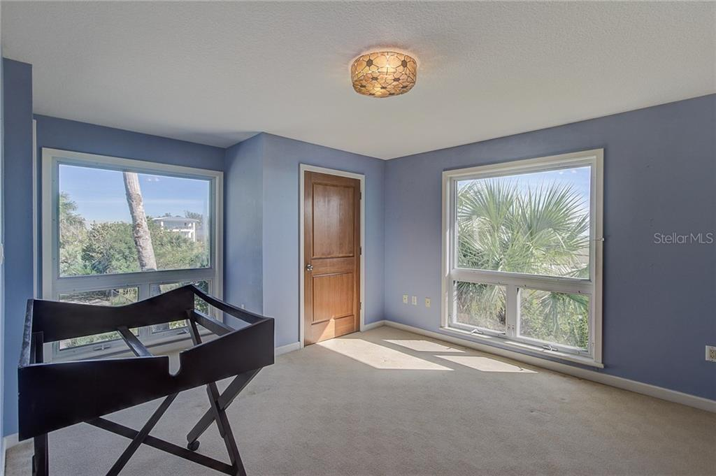 3rd Floor Guest Bedroom - Single Family Home for sale at 811 N Shore Dr, Anna Maria, FL 34216 - MLS Number is A4178184