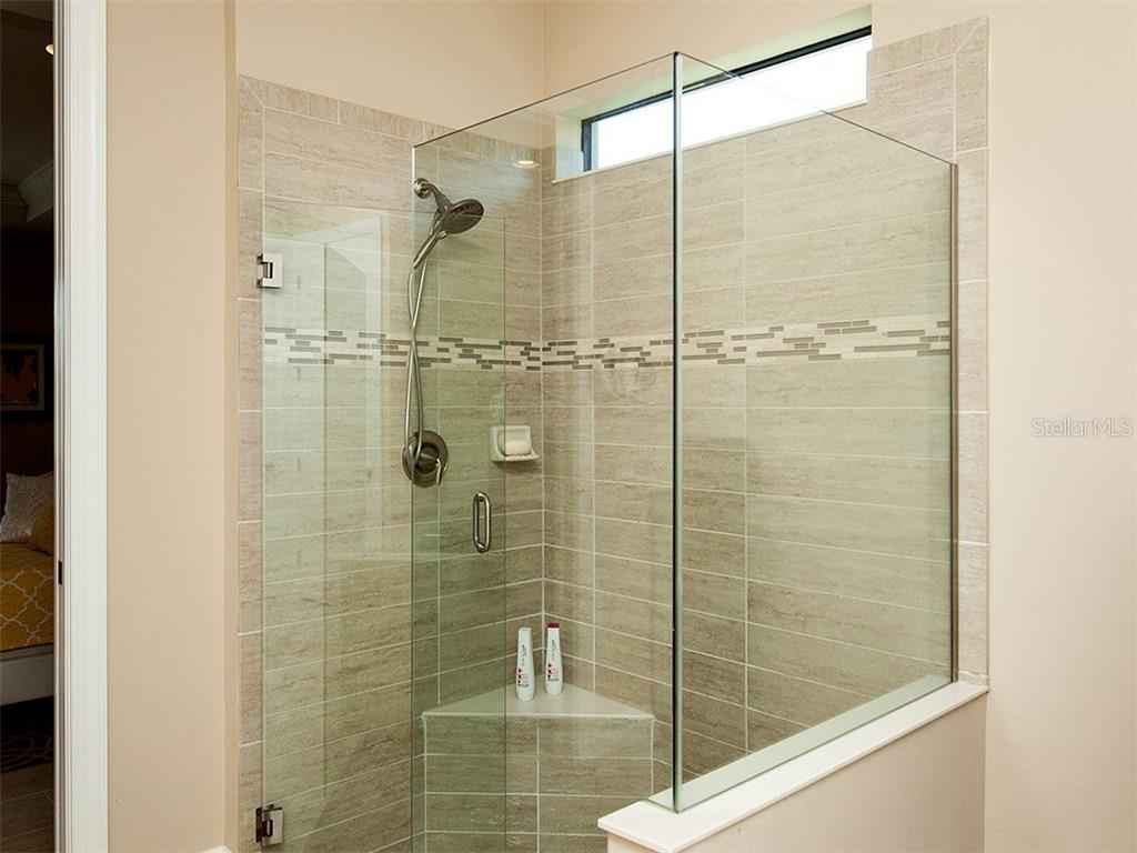 Walk in shower. - Single Family Home for sale at 5436 Sundew Dr, Sarasota, FL 34238 - MLS Number is A4178629