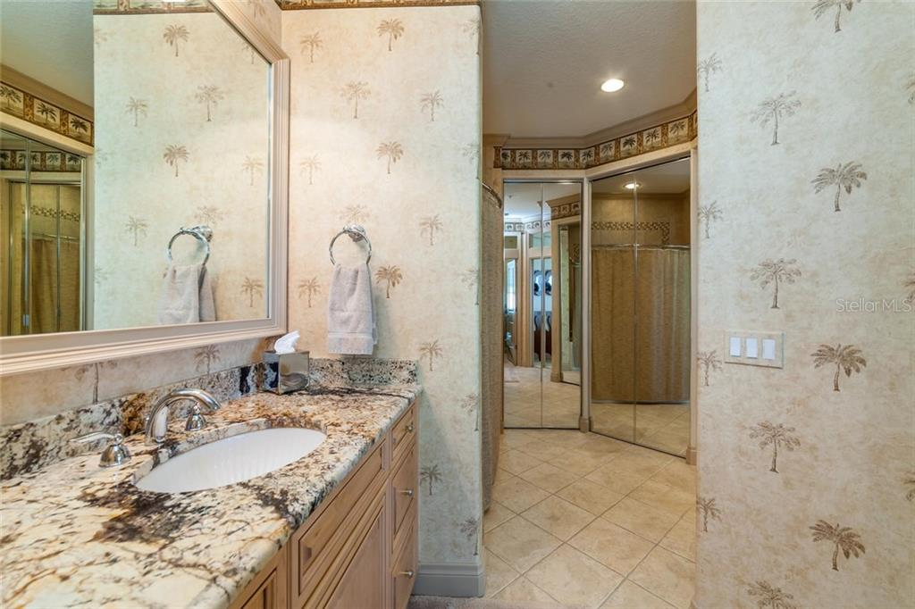 Guest suite with en suite bath - Condo for sale at 318 Bay Dr S #7, Bradenton Beach, FL 34217 - MLS Number is A4178742