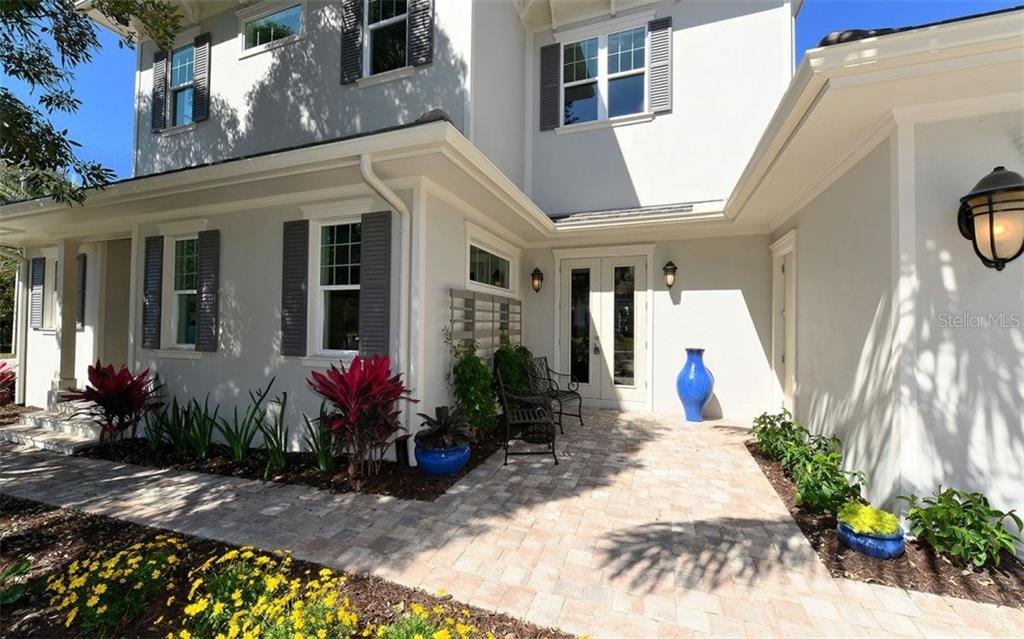 1639 S Orange Ave, Sarasota, FL 34239 - photo 4 of 25