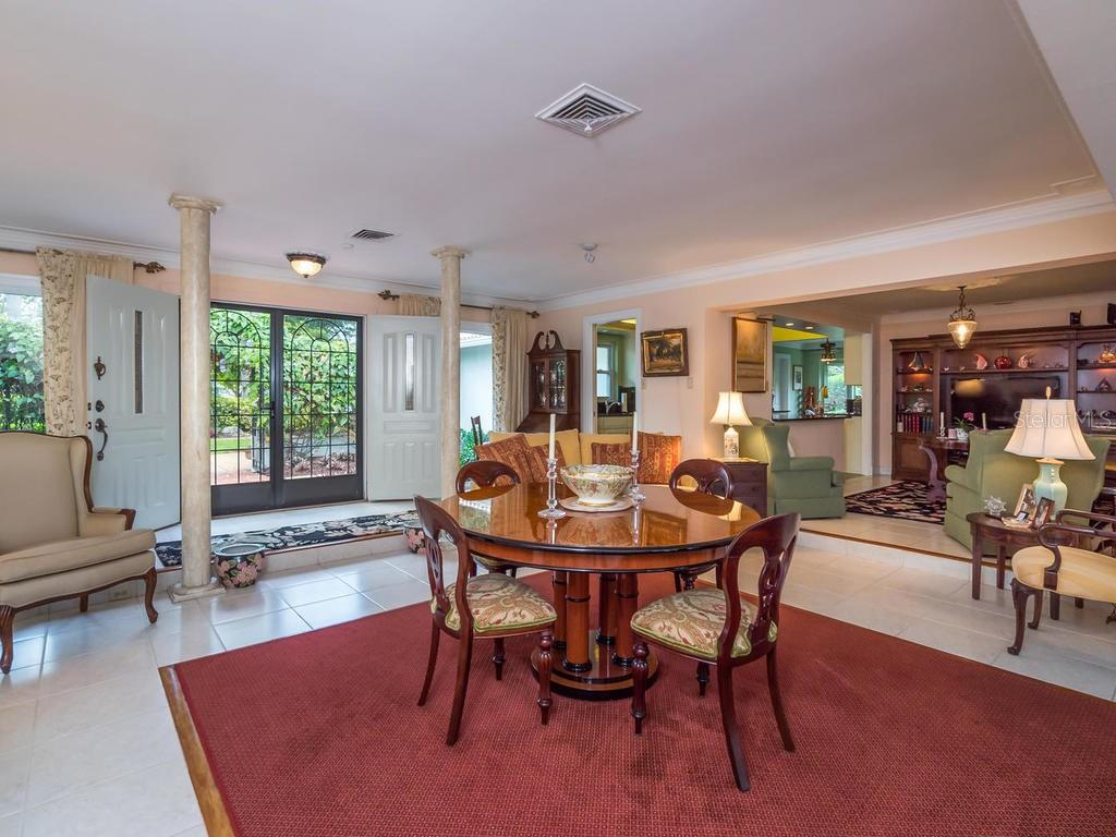 Living room - Single Family Home for sale at 319 Bob White Way, Sarasota, FL 34236 - MLS Number is A4184394
