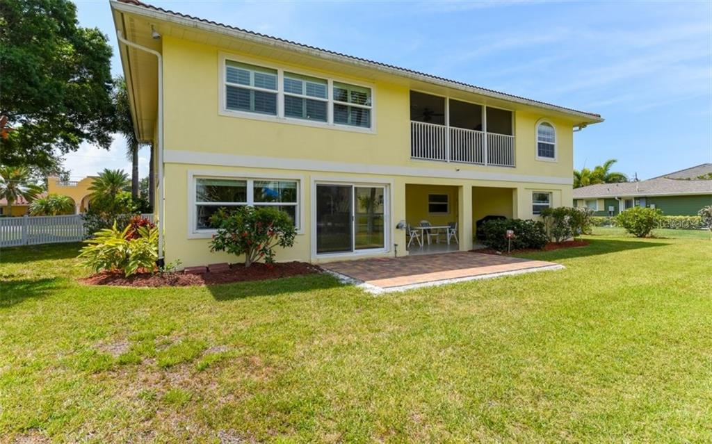Single Family Home for sale at 1627 Shelburne Ln, Sarasota, FL 34231 - MLS Number is A4184556