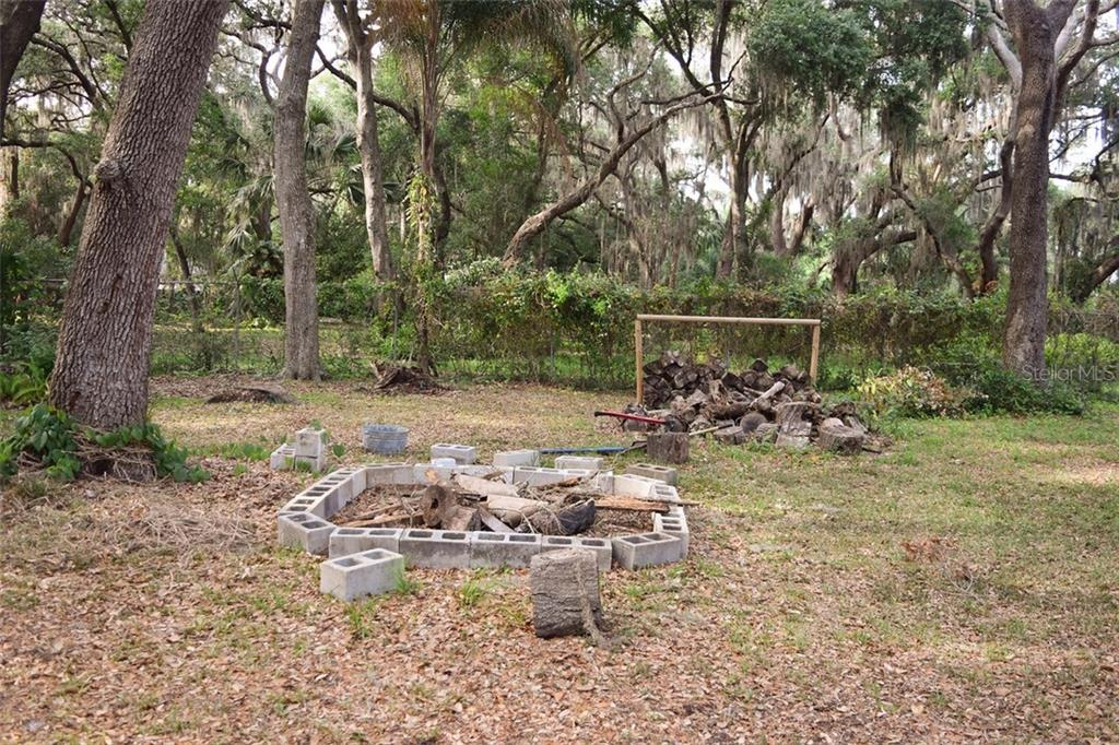 Back yard - Single Family Home for sale at 1019 51st Ave E, Bradenton, FL 34203 - MLS Number is A4185257