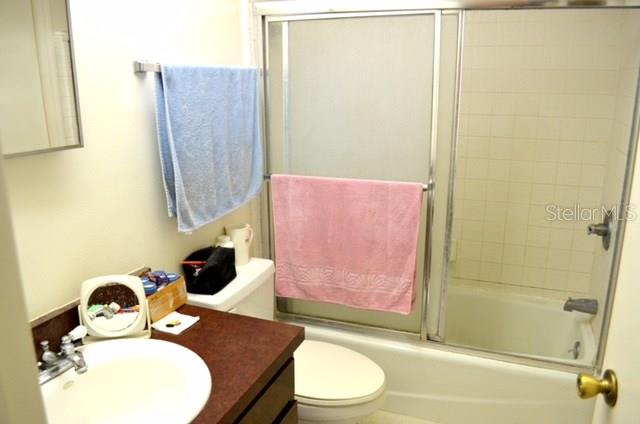 Master Bathroom with tub and shower - Condo for sale at 1749 Dawn St S #303, Sarasota, FL 34231 - MLS Number is A4186116