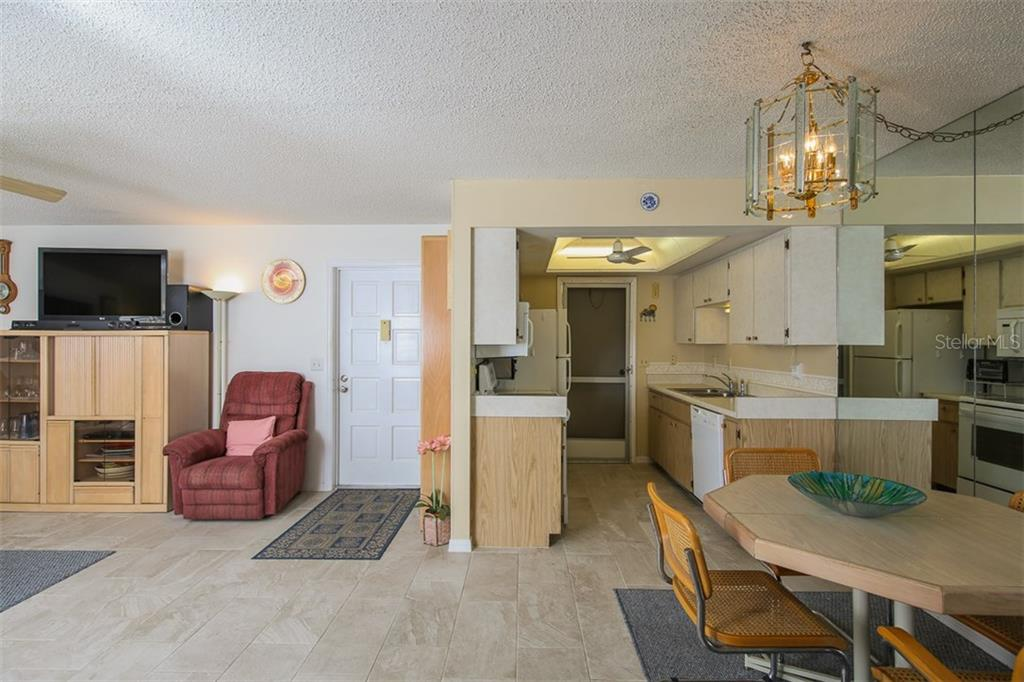 Entrance, Kitchen, Dining area - Condo for sale at 5800 Hollywood Blvd #113, Sarasota, FL 34231 - MLS Number is A4188016