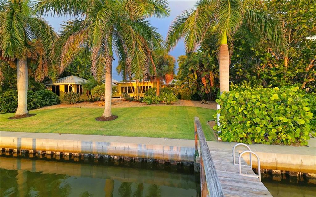 Single Family Home for sale at 318 N Washington Dr, Sarasota, FL 34236 - MLS Number is A4194175