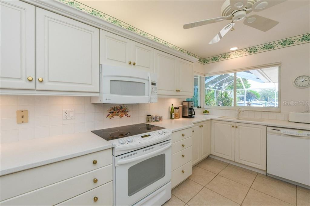 Kitchen - Single Family Home for sale at 5515 Contento Dr, Sarasota, FL 34242 - MLS Number is A4194719