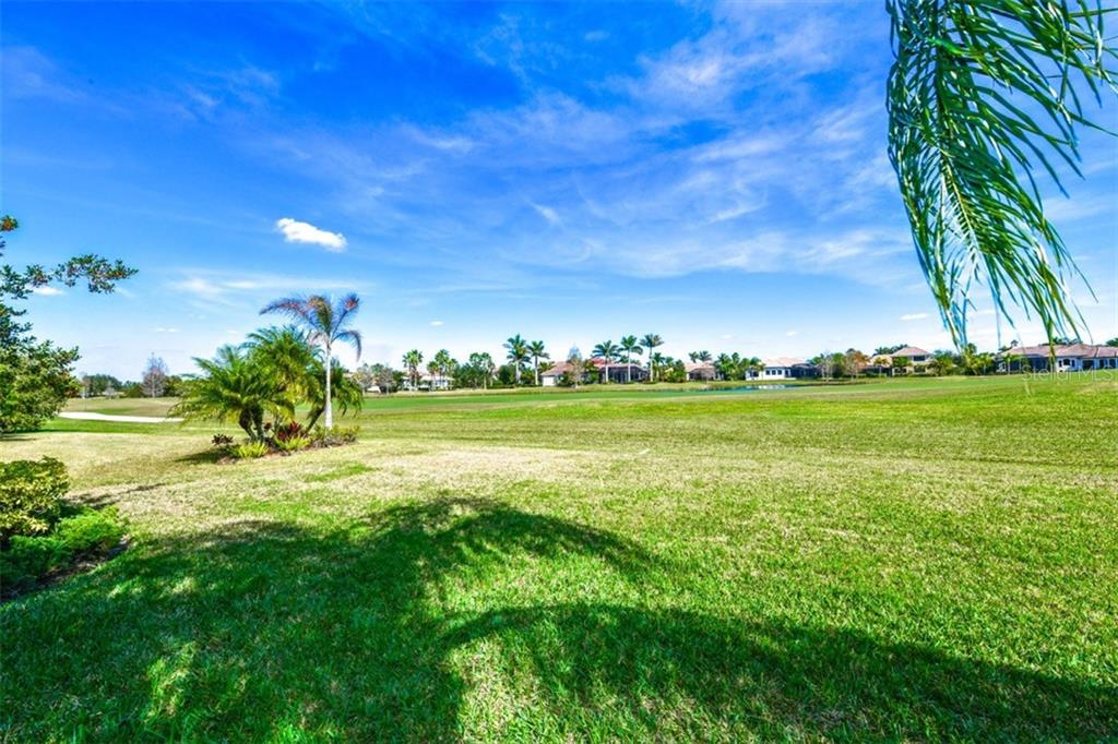 Single Family Home for sale at 6907 Dominion Ln, Lakewood Ranch, FL 34202 - MLS Number is A4195953