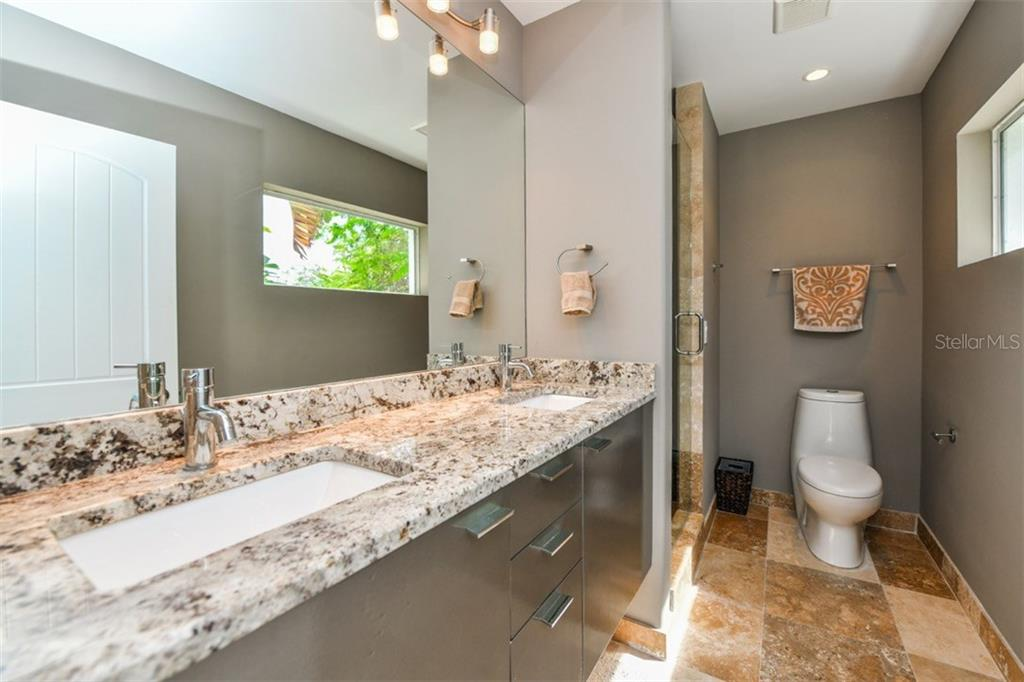 Master bath - Single Family Home for sale at 105 Seagull Ln, Sarasota, FL 34236 - MLS Number is A4197600