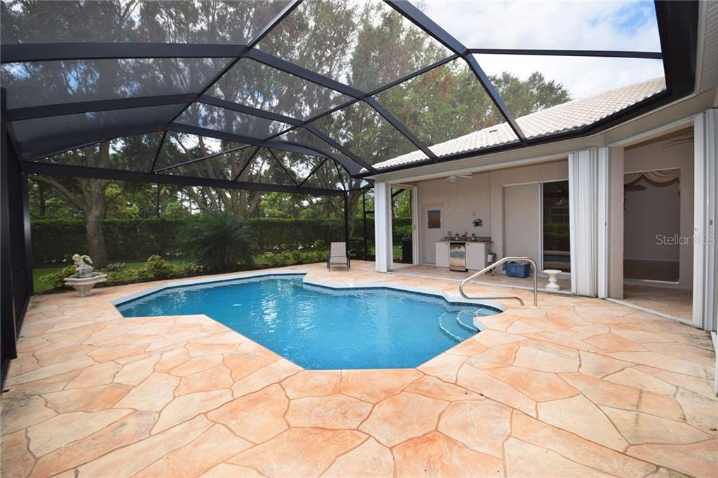 Beautiful Pool with large entertaining area - Single Family Home for sale at 9520 Hawksmoor Ln, Sarasota, FL 34238 - MLS Number is A4197662