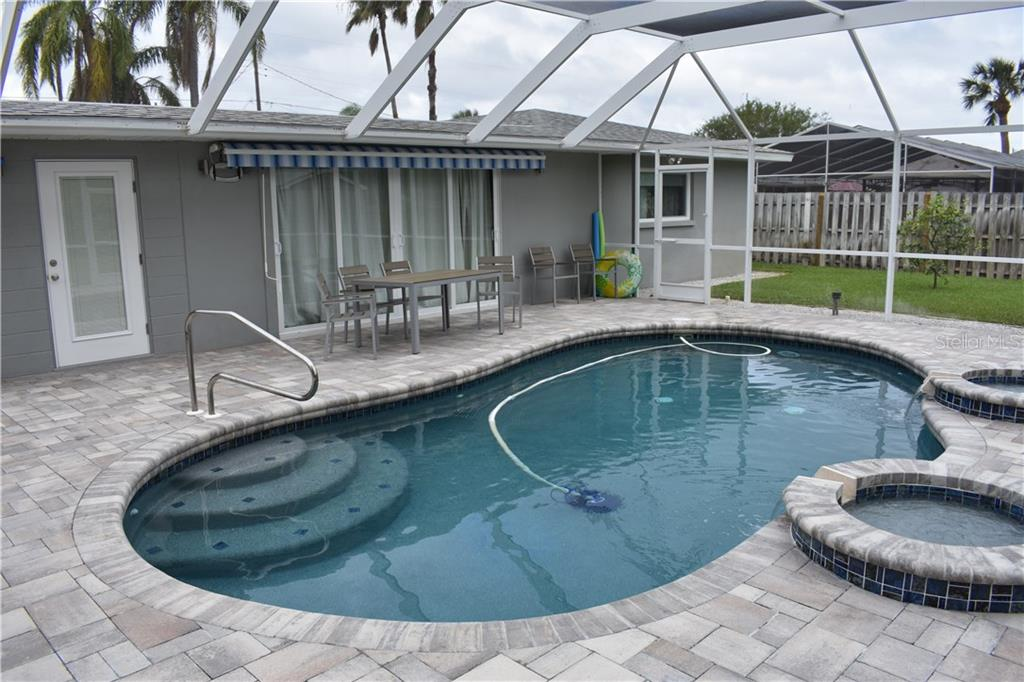 Easy maintenance with the newly renovated salt water pool with new auto sweep. - Single Family Home for sale at 1133 Riviera St, Venice, FL 34285 - MLS Number is A4197682