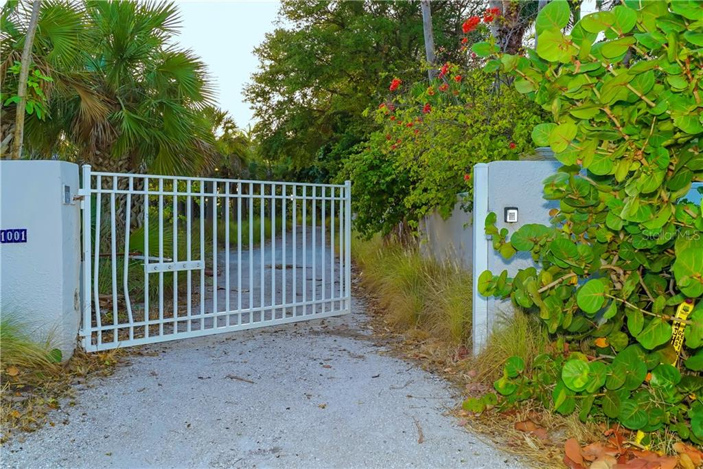 Single Family Home for sale at 1125 Center Pl, Sarasota, FL 34236 - MLS Number is A4201289