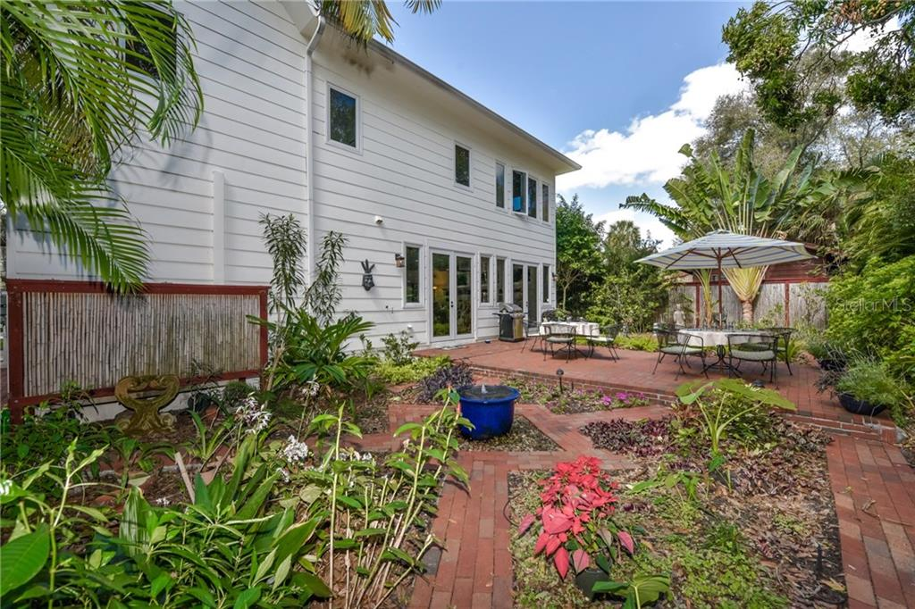 Single Family Home for sale at 1039 Bayou Pl, Sarasota, FL 34236 - MLS Number is A4201625