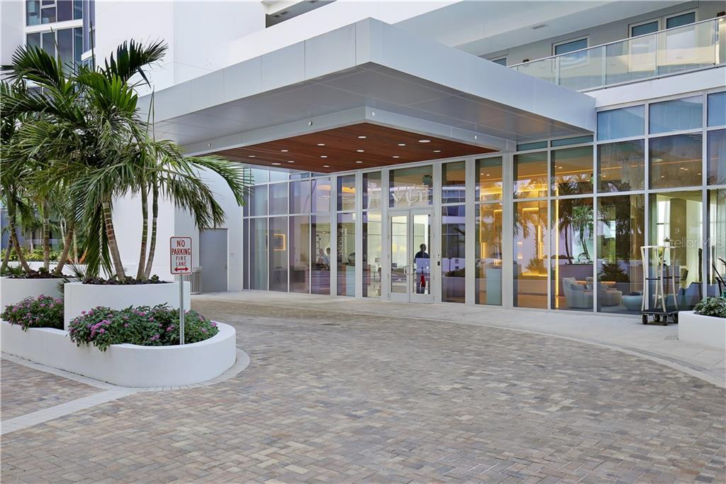 Entrance drive - Condo for sale at 1155 N Gulfstream Ave #305, Sarasota, FL 34236 - MLS Number is A4202467