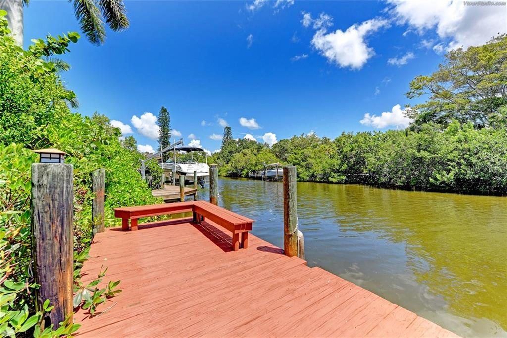 Single Family Home for sale at 5169 Oxford Dr, Sarasota, FL 34242 - MLS Number is A4203626