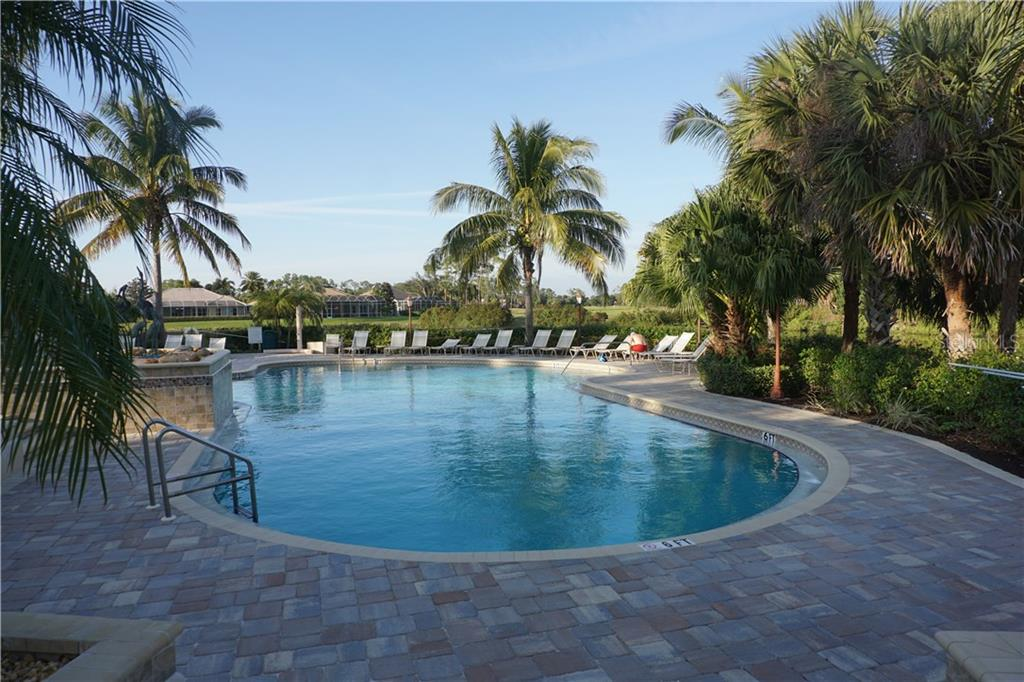 Community swimming pool with sun deck - Single Family Home for sale at 508 Marsh Creek Rd, Venice, FL 34292 - MLS Number is A4204933