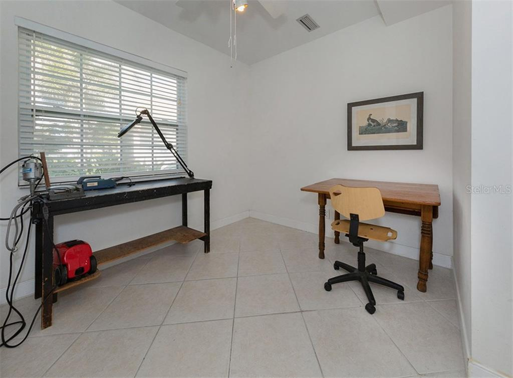 Bonus room - Single Family Home for sale at 445 Mahon Dr, Venice, FL 34285 - MLS Number is A4209507