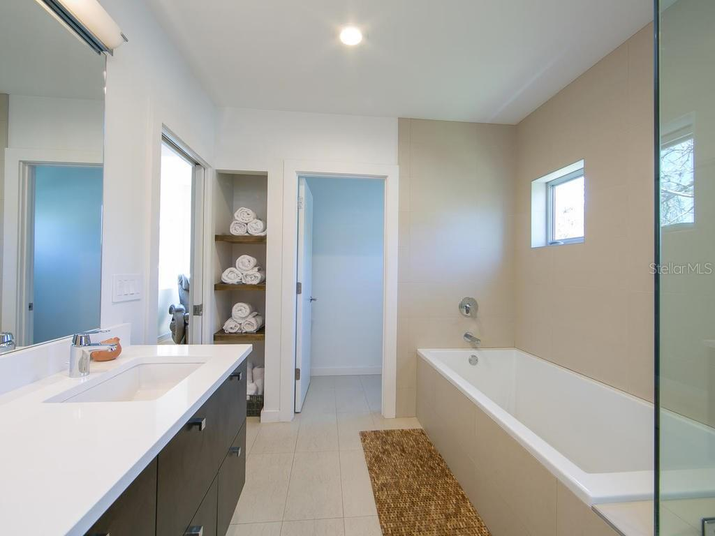 Stunning en-suite. - Single Family Home for sale at 1924 Bougainvillea St, Sarasota, FL 34239 - MLS Number is A4211939