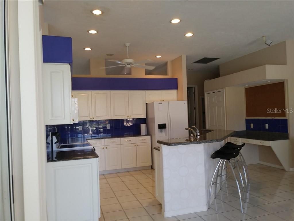 Single Family Home for sale at 4539 Longspur Ln #1, Sarasota, FL 34238 - MLS Number is A4212399