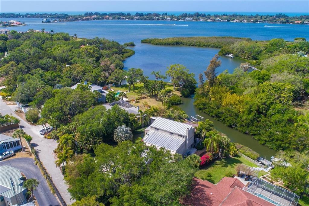 Single Family Home for sale at 7140 Captain Kidd Ave, Sarasota, FL 34231 - MLS Number is A4215289