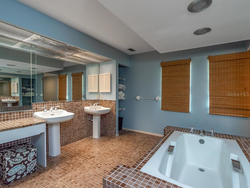Master bathroom - Single Family Home for sale at 1173 Morningside Pl, Sarasota, FL 34236 - MLS Number is A4401654