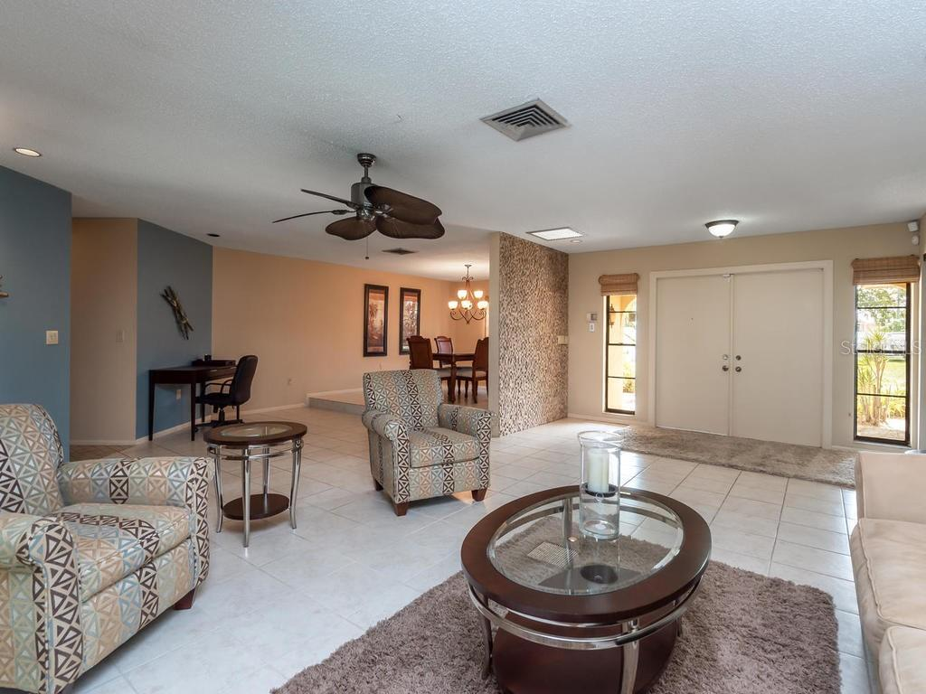 Living room - Single Family Home for sale at 1173 Morningside Pl, Sarasota, FL 34236 - MLS Number is A4401654