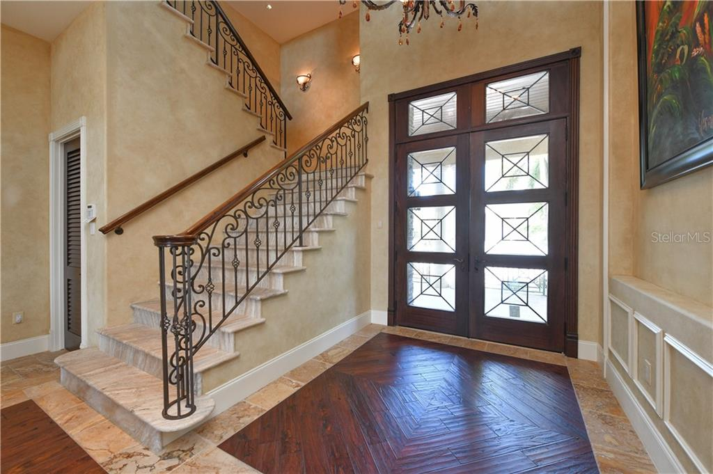 Front Entry Doors - Single Family Home for sale at 506 Venice Ln, Sarasota, FL 34242 - MLS Number is A4402493