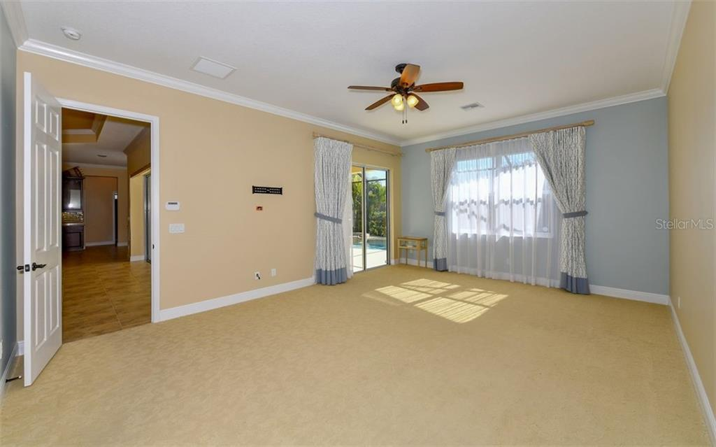 Master Bedroom Suite - Single Family Home for sale at 533 Mast Dr, Bradenton, FL 34208 - MLS Number is A4402963