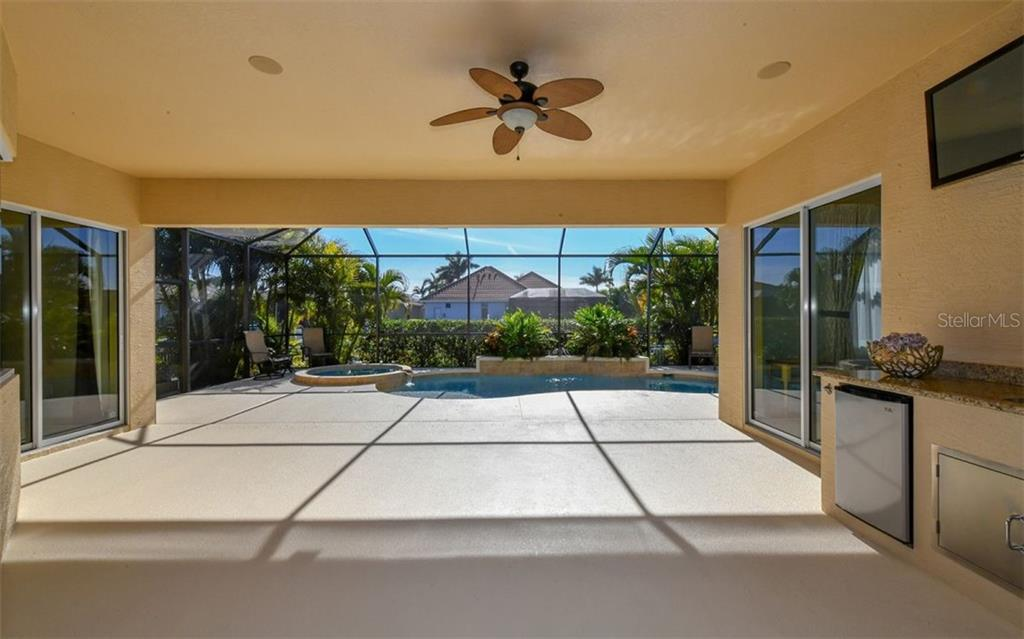 Pool & Spa - Single Family Home for sale at 533 Mast Dr, Bradenton, FL 34208 - MLS Number is A4402963