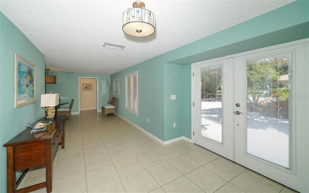 New Supplement - Single Family Home for sale at 5104 Oakmont Pl, Sarasota, FL 34242 - MLS Number is A4403079