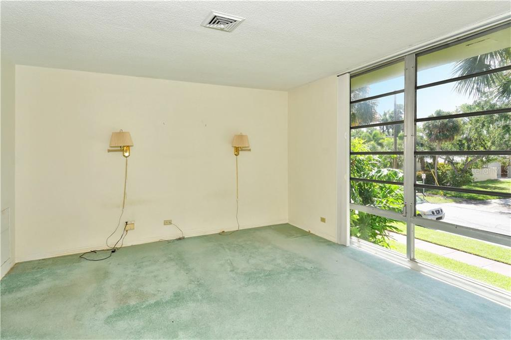 Master bedroom - Condo for sale at 500 S Washington Dr #3b, Sarasota, FL 34236 - MLS Number is A4403390