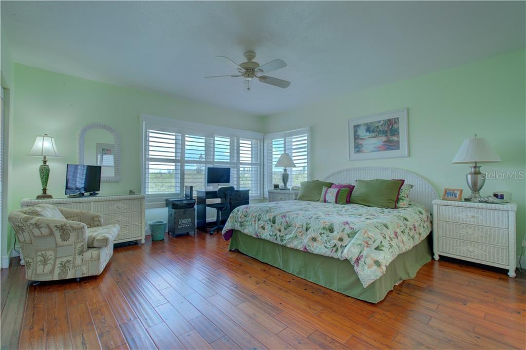 Condo for sale at 852 Evergreen Way #852, Longboat Key, FL 34228 - MLS Number is A4403408