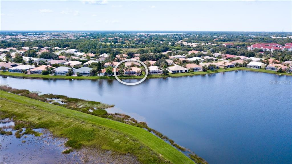 Single Family Home for sale at 5137 Far Oak Cir, Sarasota, FL 34238 - MLS Number is A4408002