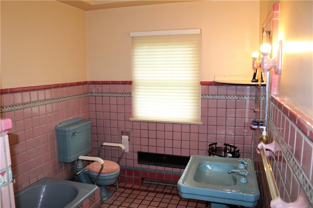 Her Master Bath - Single Family Home for sale at 4820 Riverview Blvd, Bradenton, FL 34209 - MLS Number is A4408263