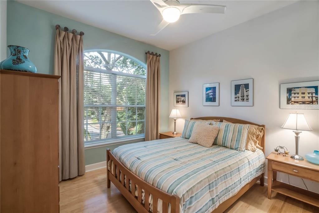 Guest Bedroom 2 - Single Family Home for sale at 4929 Oxford Dr, Sarasota, FL 34242 - MLS Number is A4410964