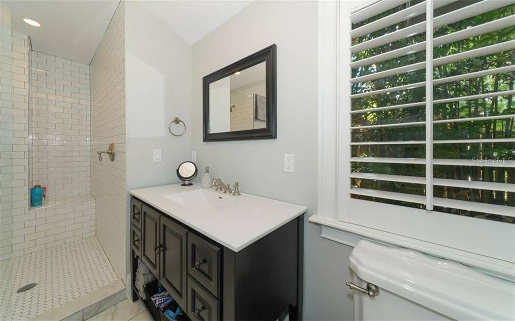 Second bedroom en suite bath - Single Family Home for sale at 138 Island Cir, Sarasota, FL 34242 - MLS Number is A4412265